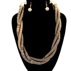 Jewelry - Gold and black twist necklace